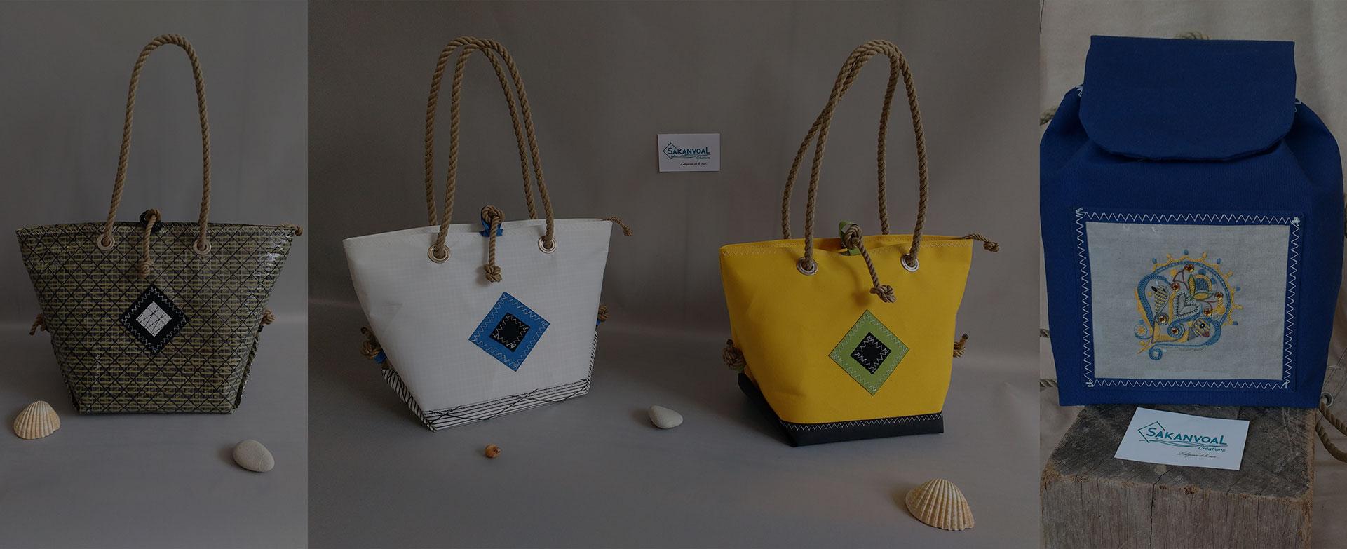 quatres sacs de plusieures couleurs entourés de coquillages