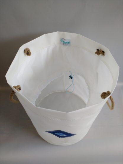 Sac à linge VOILE DE BATEAU ou rangement WEDDEL blanc bleu dessus ouvert Sakanvoal Créations